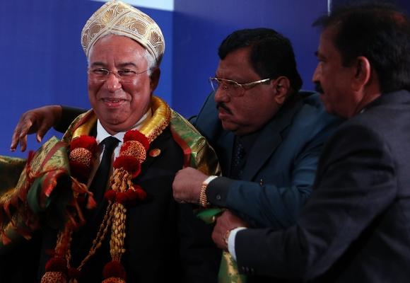 António Costa recebeu um traje típico do Estado de Karnataka