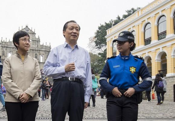 Li Jinzao trocou impressões com polícia turística de Macau