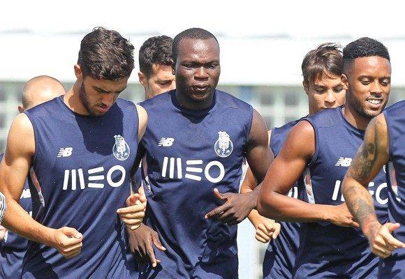 Aboubakar (centro) é uma das apostas do treinador para a nova época