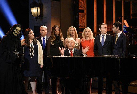 Com Alec Baldwin em grande destaque, Saturday Night Live tem sobressaído pela crítica à Administração Trump