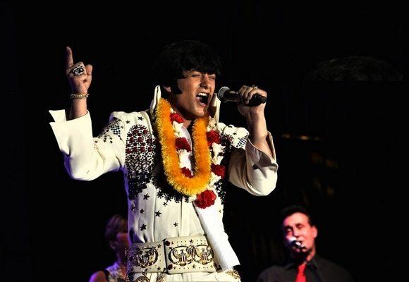 Jovem Matthew Boyce tem feito sucesso como imitador de Elvis Presley