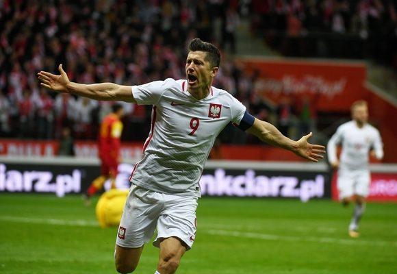 Lewandowski tornou-se no primeiro jogador a marcar 16 golos em fases de qualificação