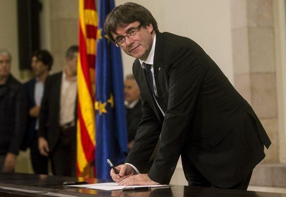 """Executivo catalão diz que declaração escrita de independência foi um """"acto simbólico"""""""