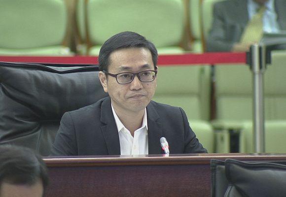 Lei Chan U espera que o Governo esclareça artigos controversos do regulamento de táxis